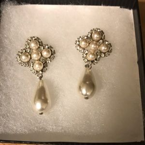 Jewelry - Pearl and rhinestone earrings and necklace